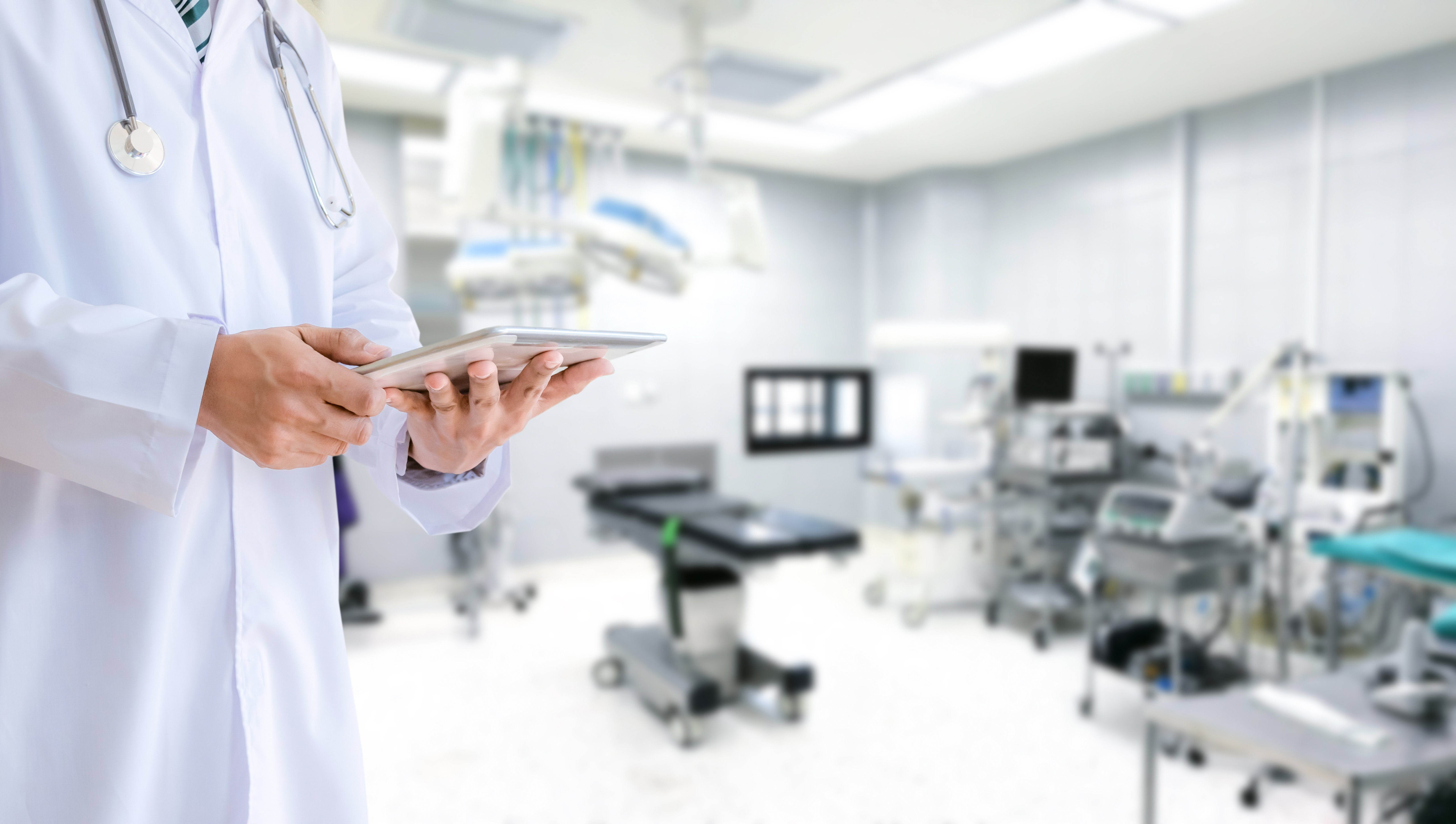 medical-team-and-the-doctor-in-the-hospital-operating-room